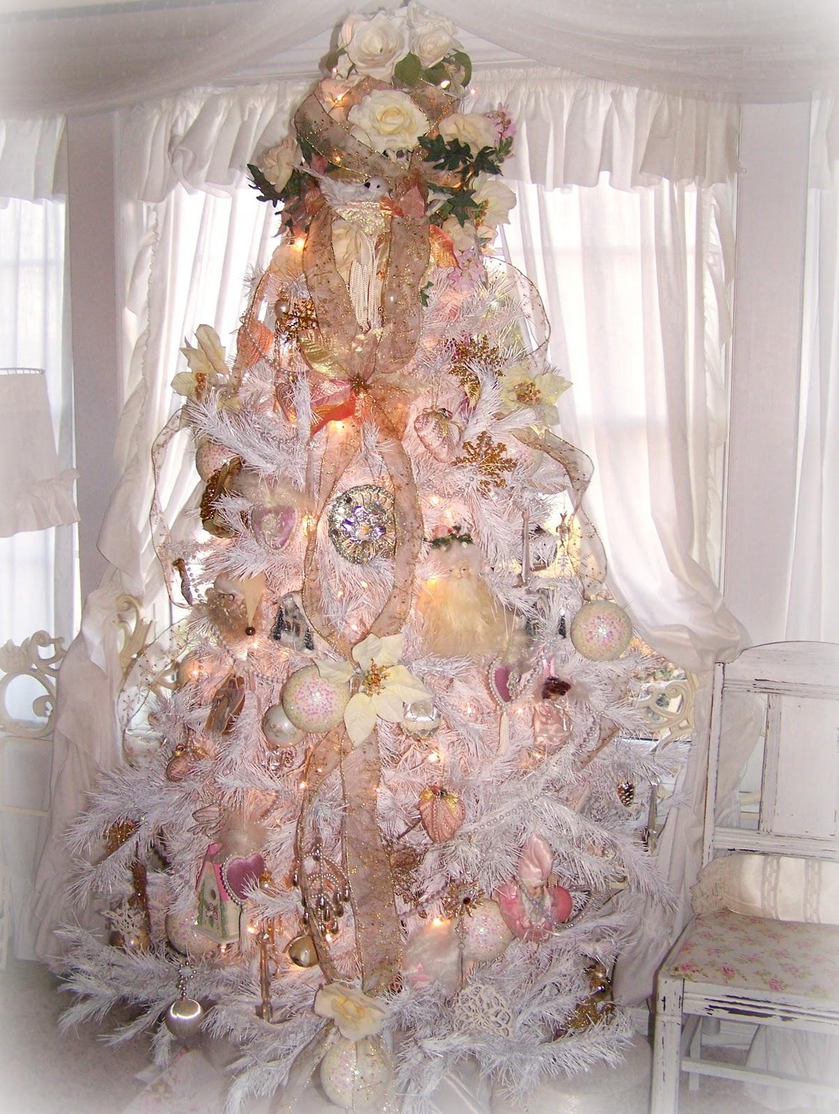 white-shabby-chic-christmas-tree-design