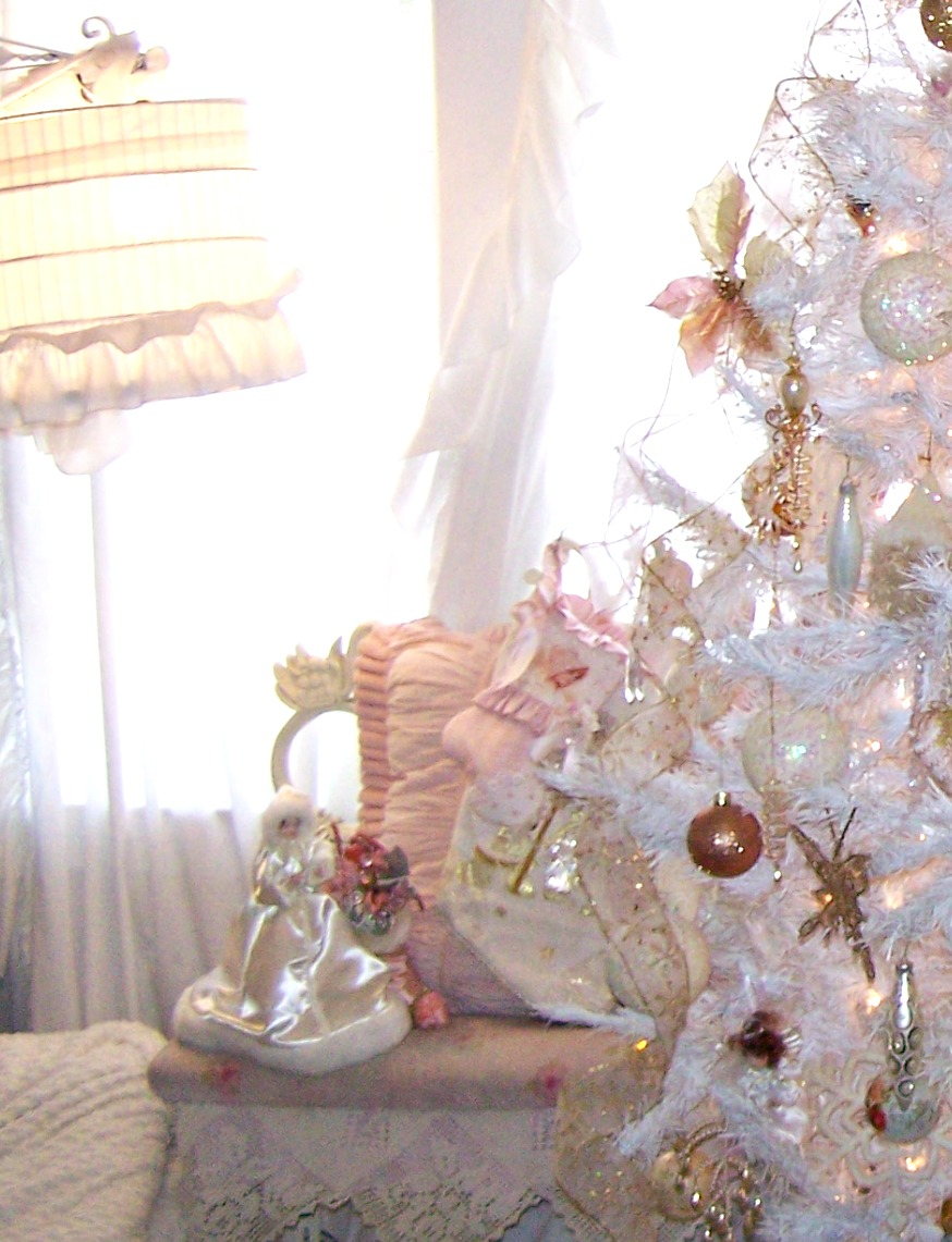 white-shabby-chic-christmas-tree