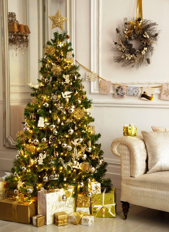 white-and-gold-christmas-tree-decorations