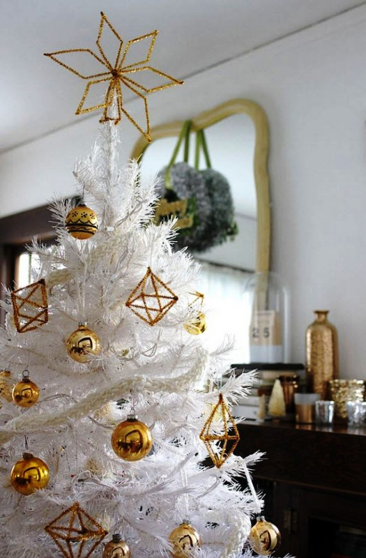 white-with-gold-christmas-tree-ornaments