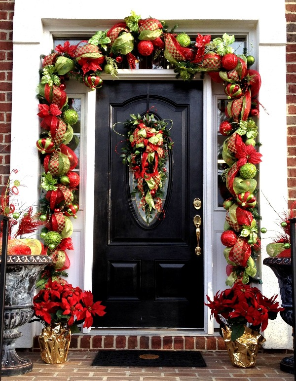 christmas-garland-with-deco-mesh-decorations