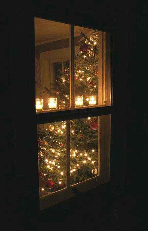 christmas-window-candle-light
