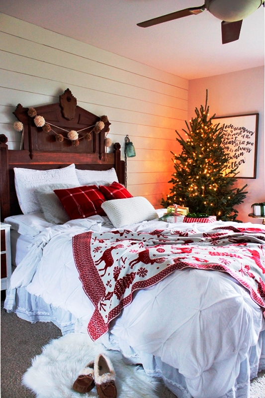 farmhouse-christmas-bedroom