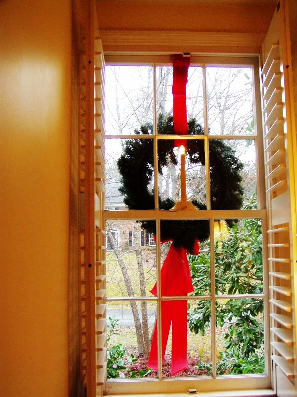 how-to-hang-christmas-wreaths-on-windows