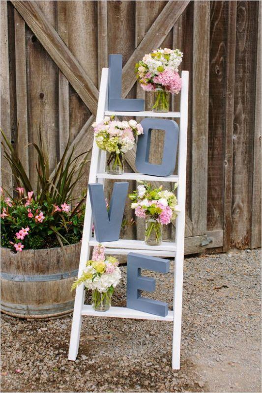 ladder-outdoor-valentines-decorations