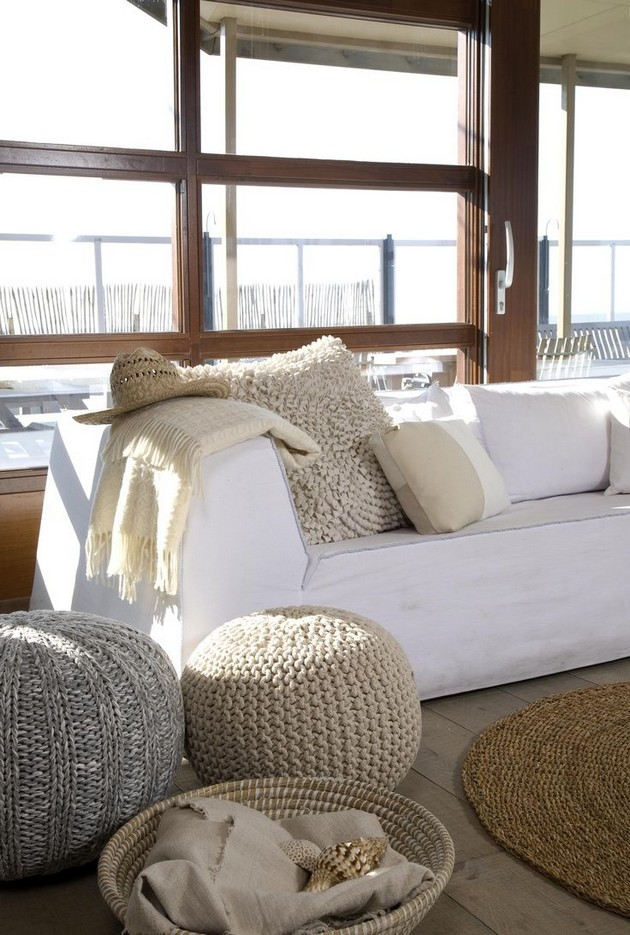 Cool Beach Style Living Room Design