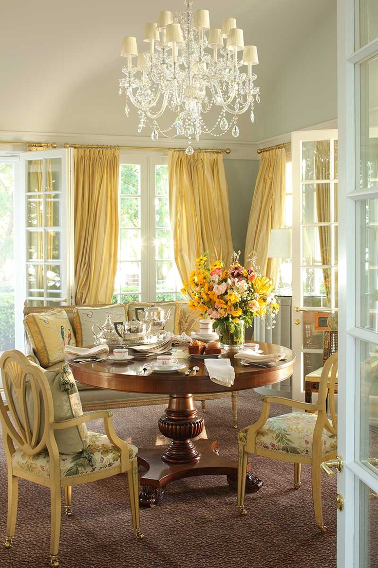 Luxury Traditional Dining Room Design