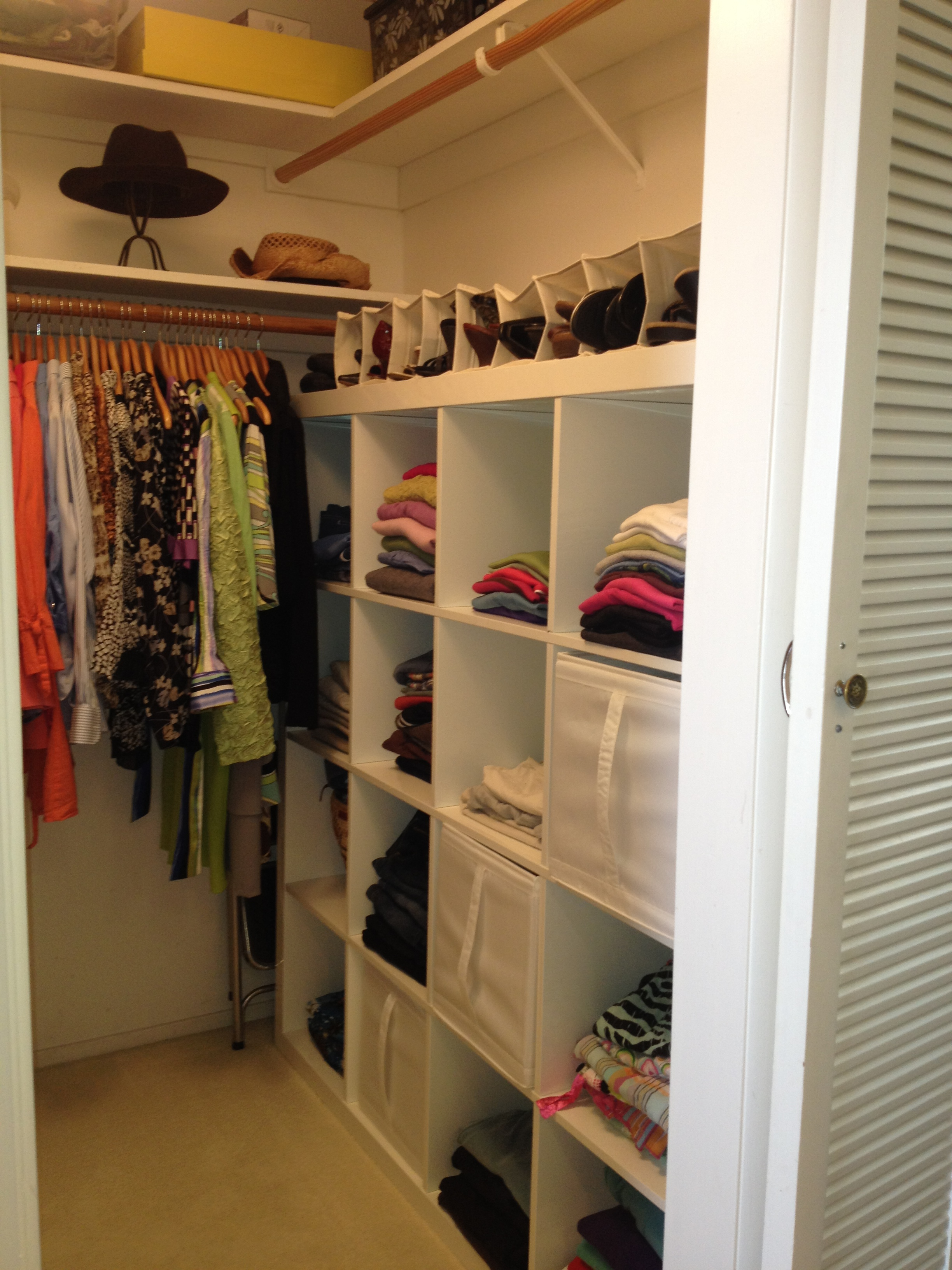 Small Shabby-Chic Style Closet Design