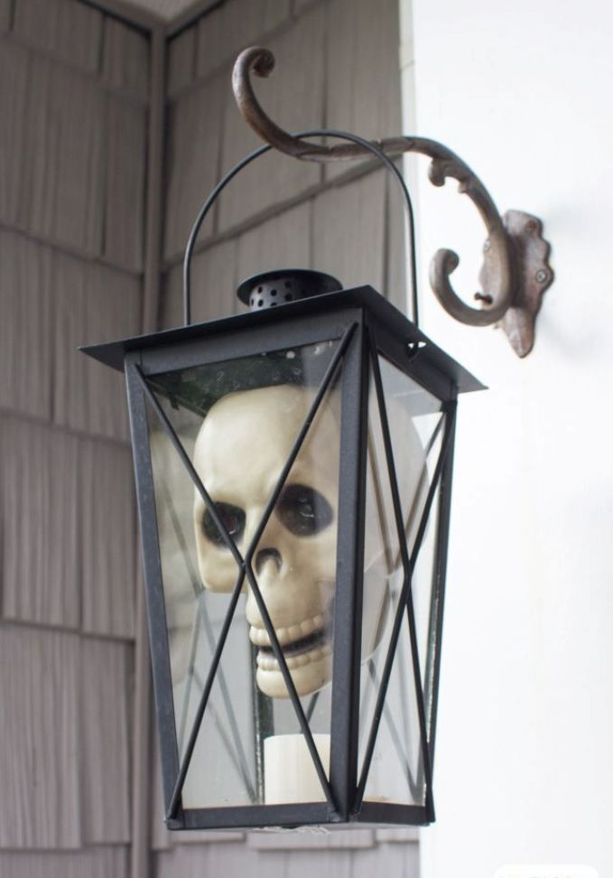 outdoor Halloween decorations for the front porch