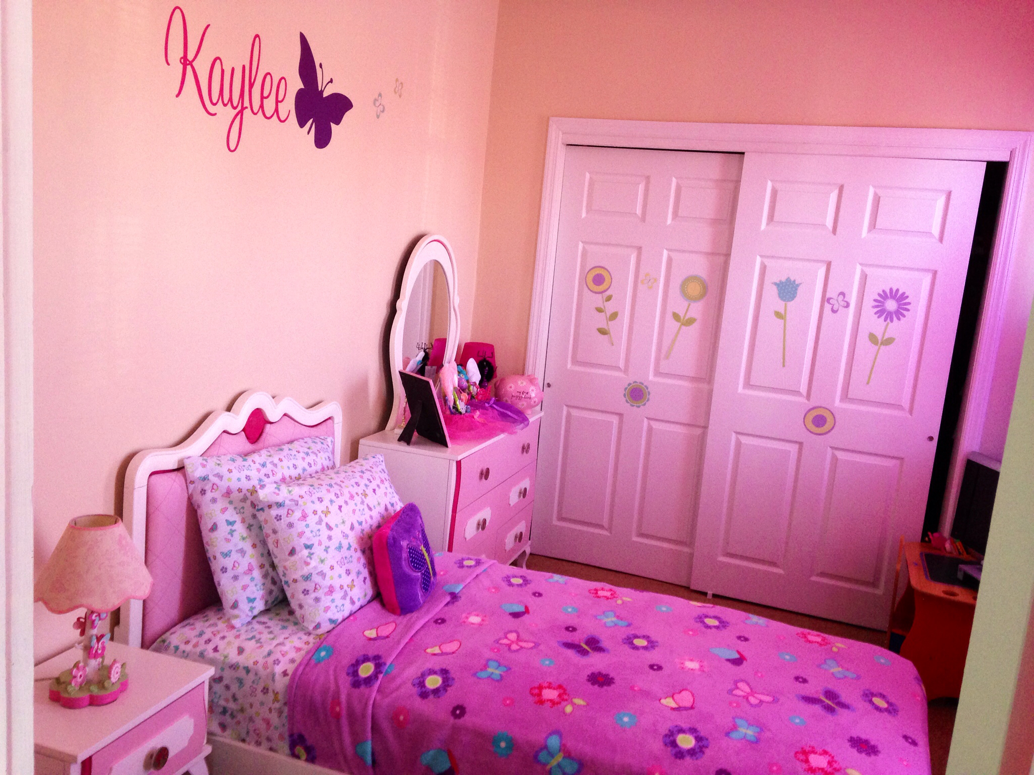 35 Gorgeous Girly Bedroom Design Ideas