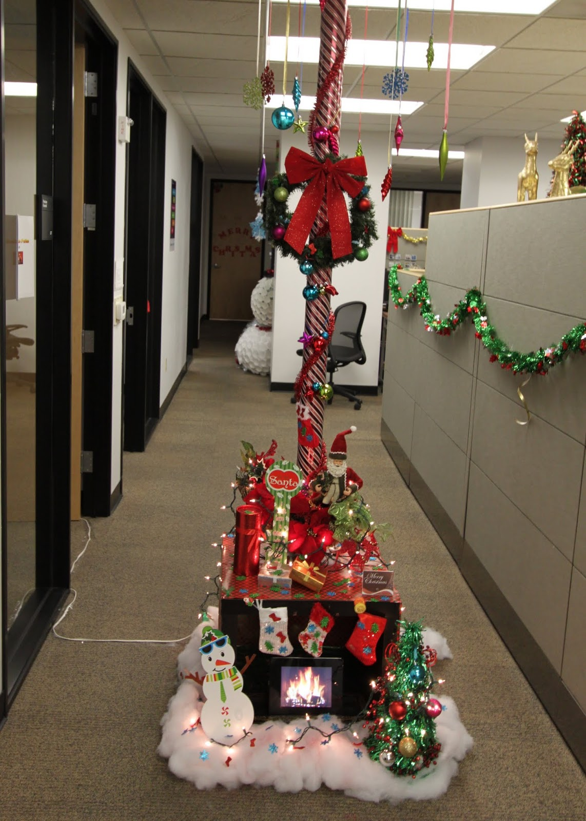 Pole Office Christmas Decorating Contest 2016