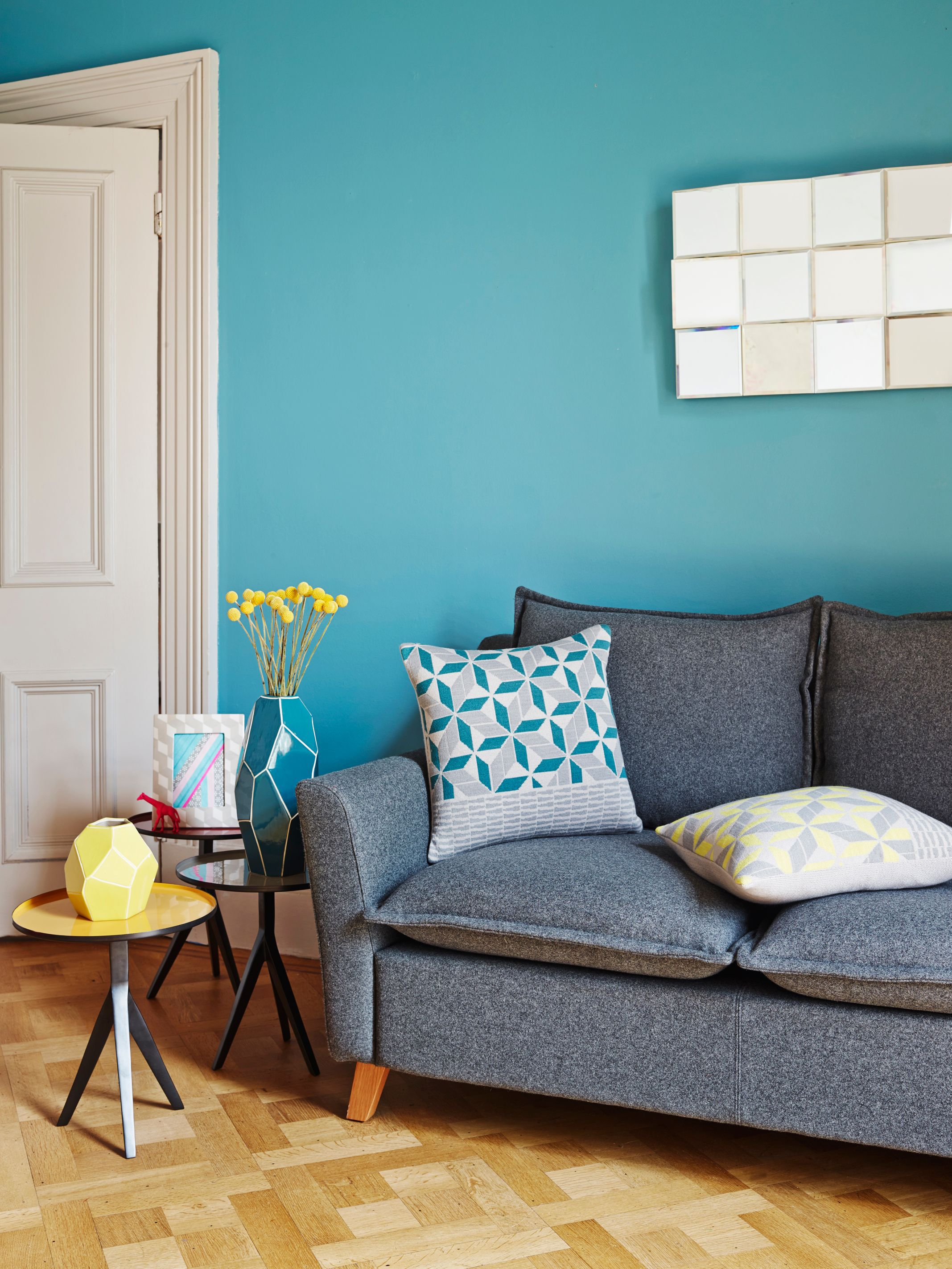 teal-living-room-interior-design