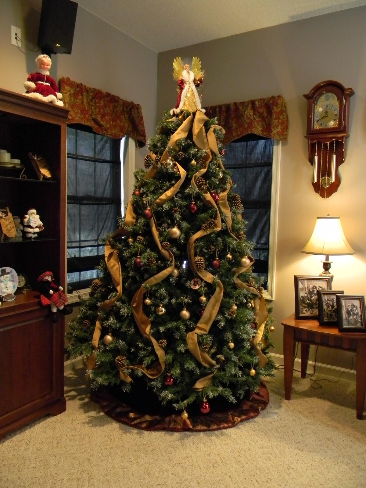 2015-christmas-tree-decorating-idea