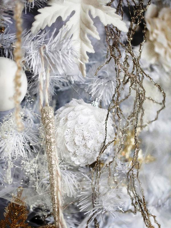 all-white-christmas-tree-with-ornament