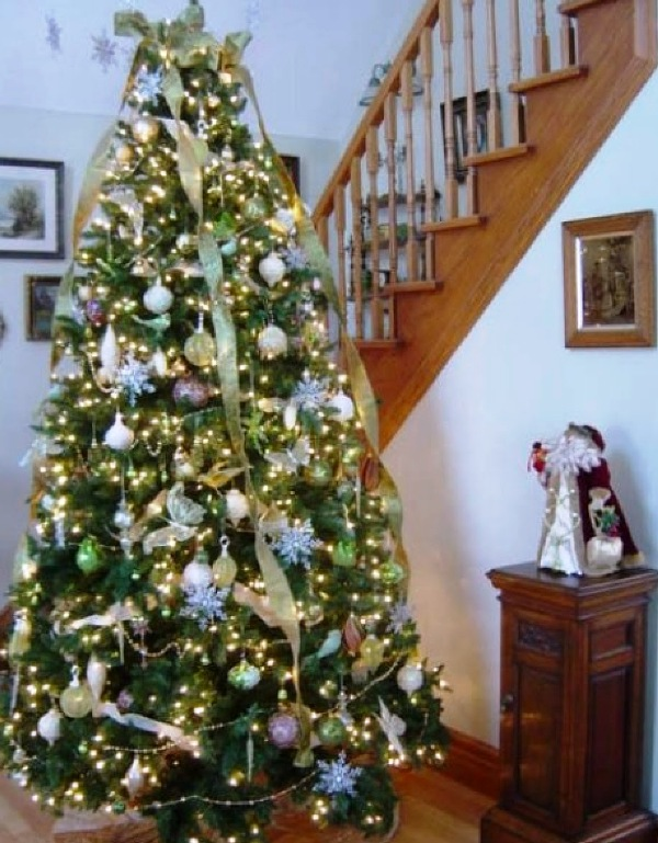 christmas-tree-decorating-with-vintage-ornaments