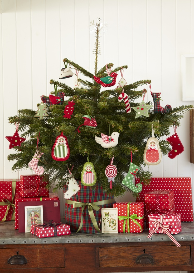 christmas-tree-decoration-with-fabric