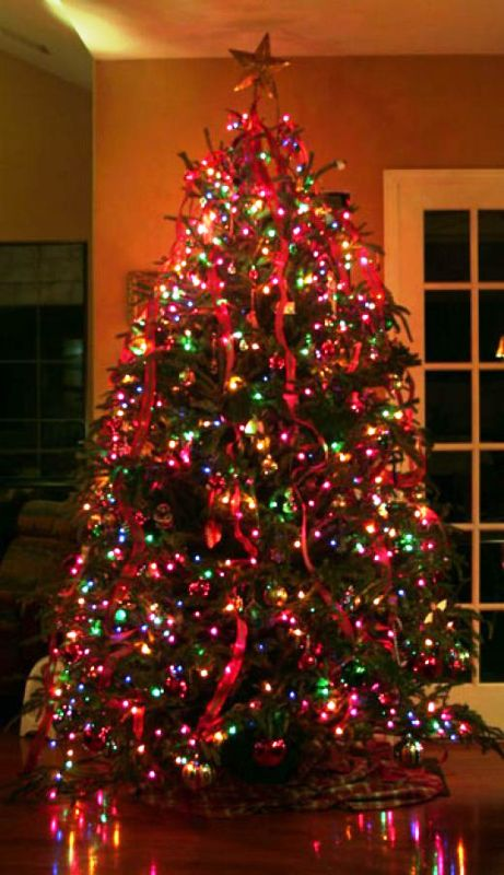 christmas-tree-decorations-with-colored-lights