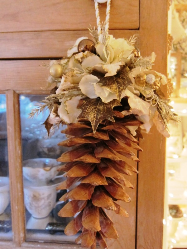 decorative-pine-cones-for-christmas