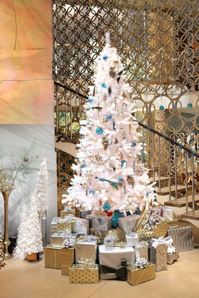 elegant-christmas-tree-decorating-design