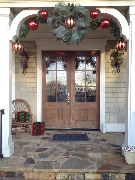 front-porch-christmas-decorating-lovely-design