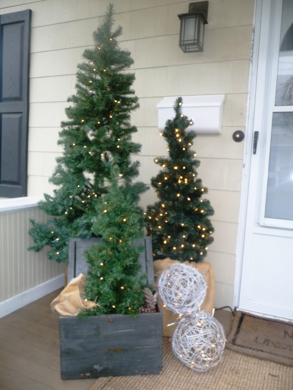 front-porch-christmas-decorations-fine-design