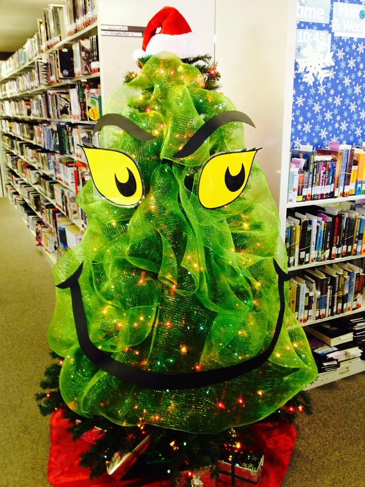 grinch-with-christmas-tree