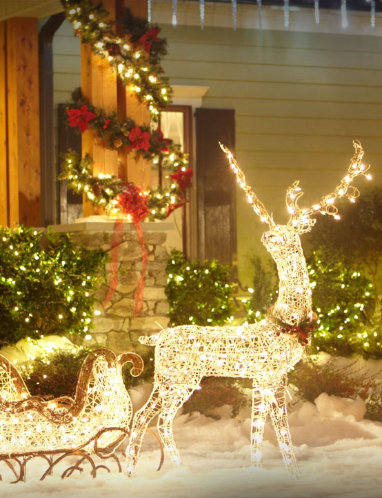 outdoor-lighted-reindeer-christmas-decoration