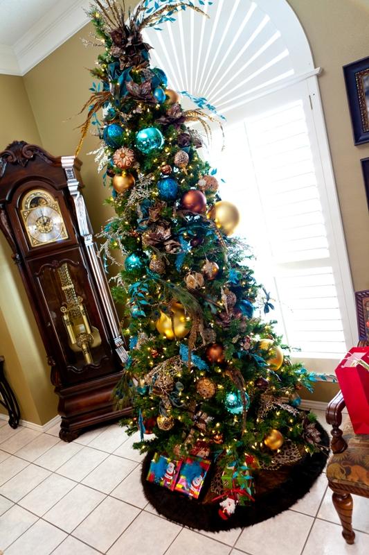 peacock-christmas-tree-decorating-idea