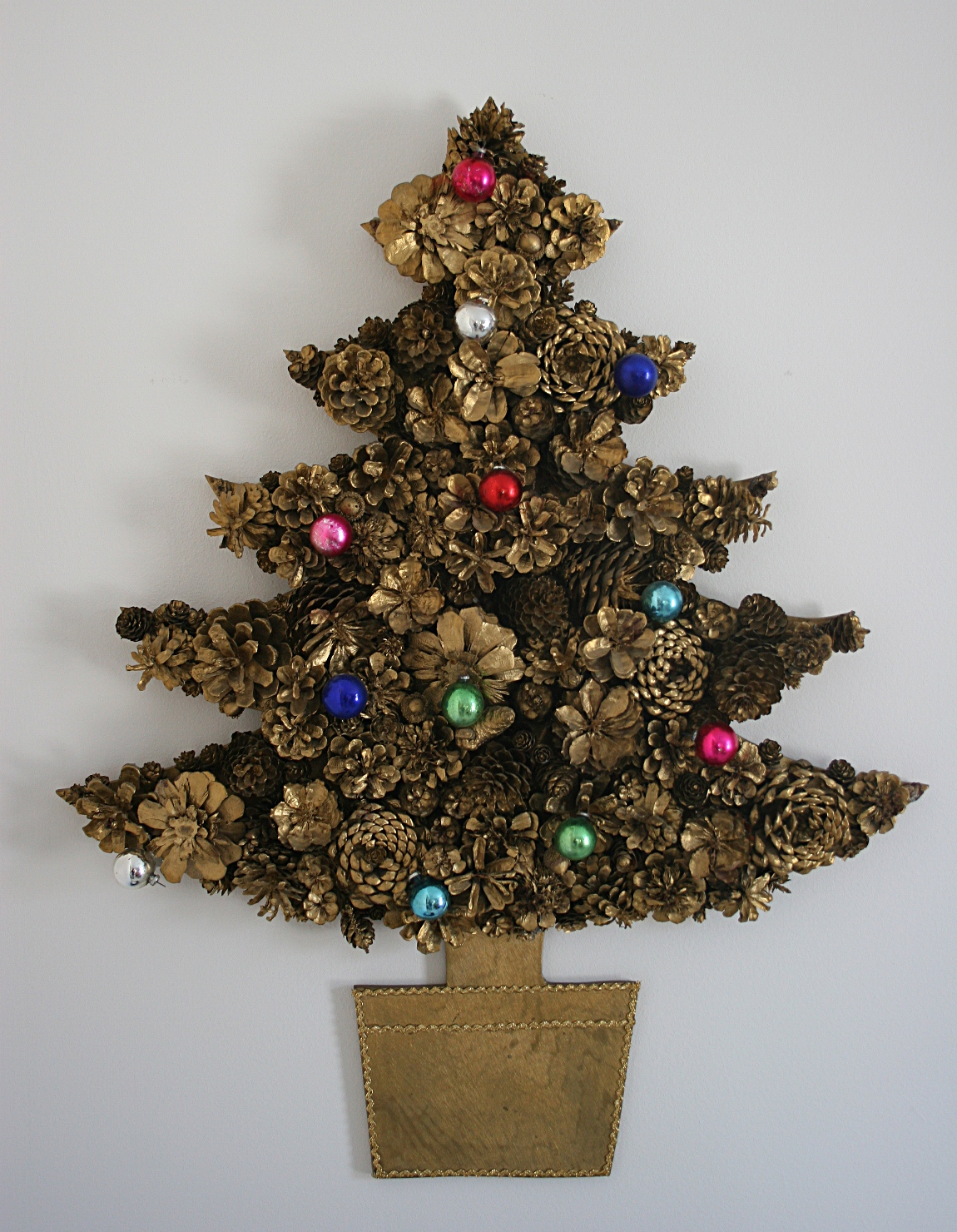 pine-cone-christmas-tree-decor-fine-idea