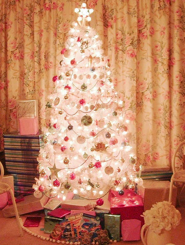 pink-and-white-christmas-tree