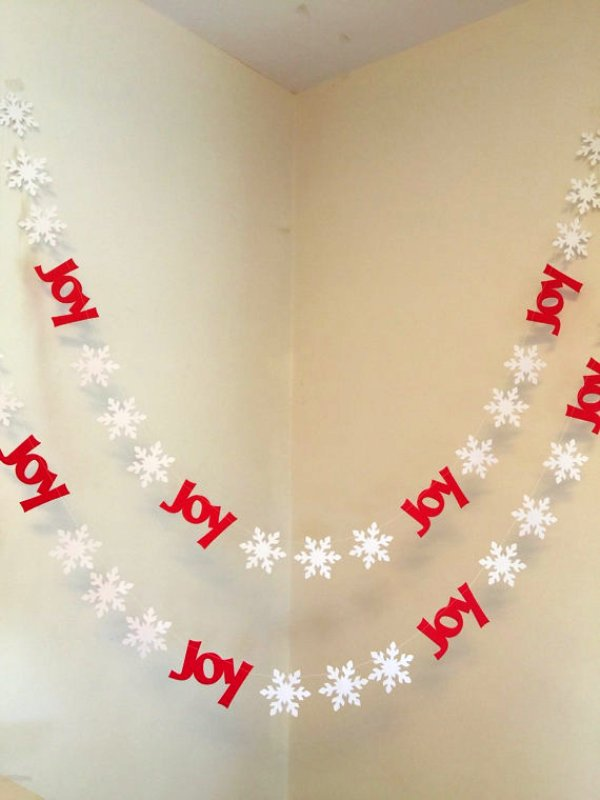 red-christmas-snowflake-banner