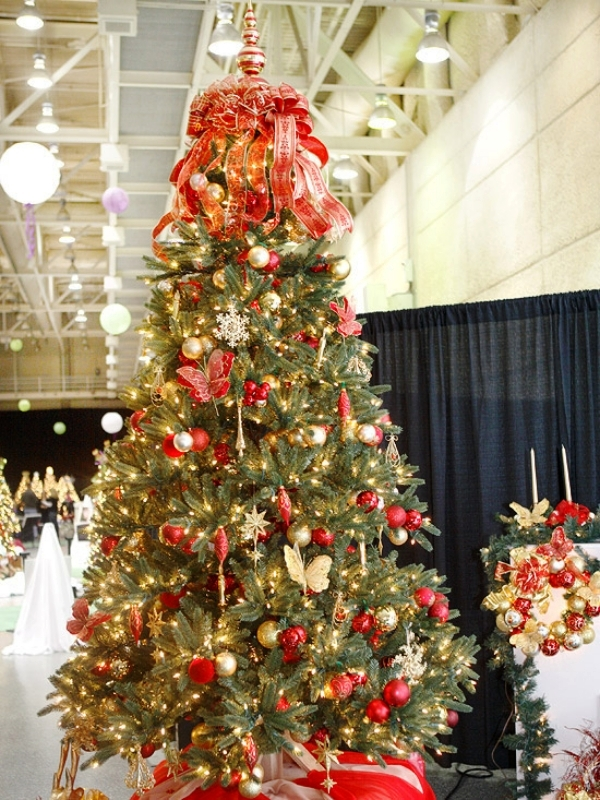 red-gold-and-silver-christmas-tree