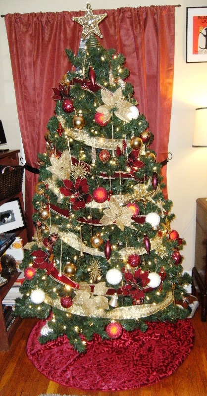 red-and-gold-christmas-tree-2016