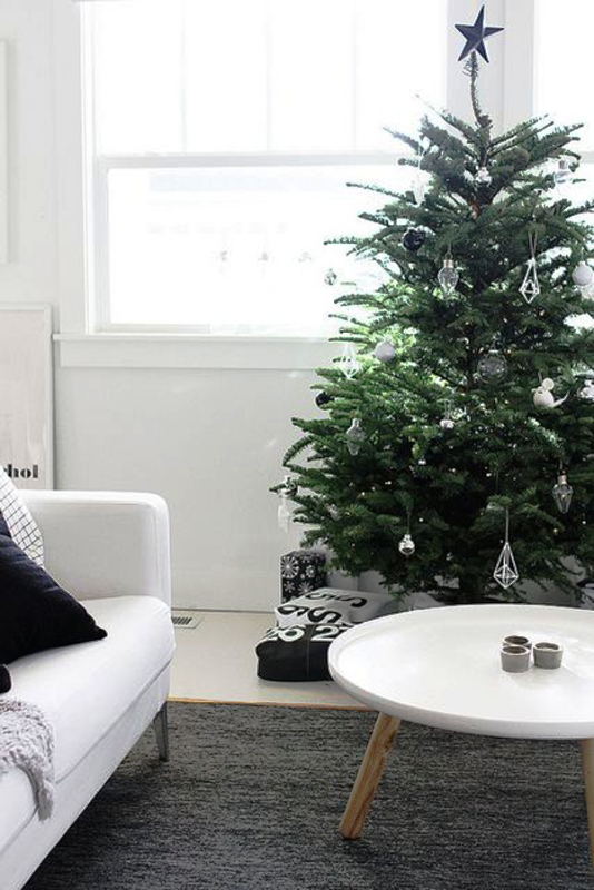 simple-christmas-tree-decoration-livingroom