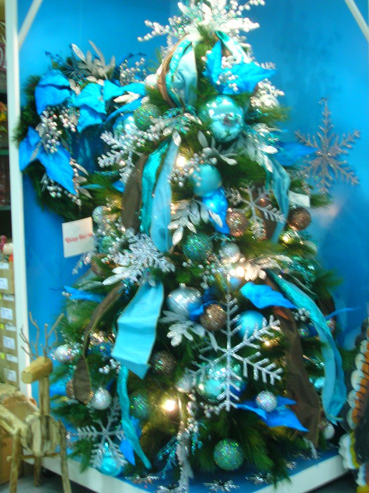 teal-and-blue-christmas-tree-decorations