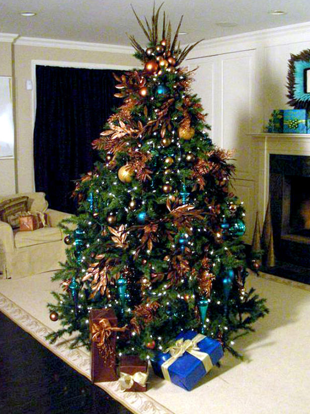 teal-and-white-christmas-tree-decorations