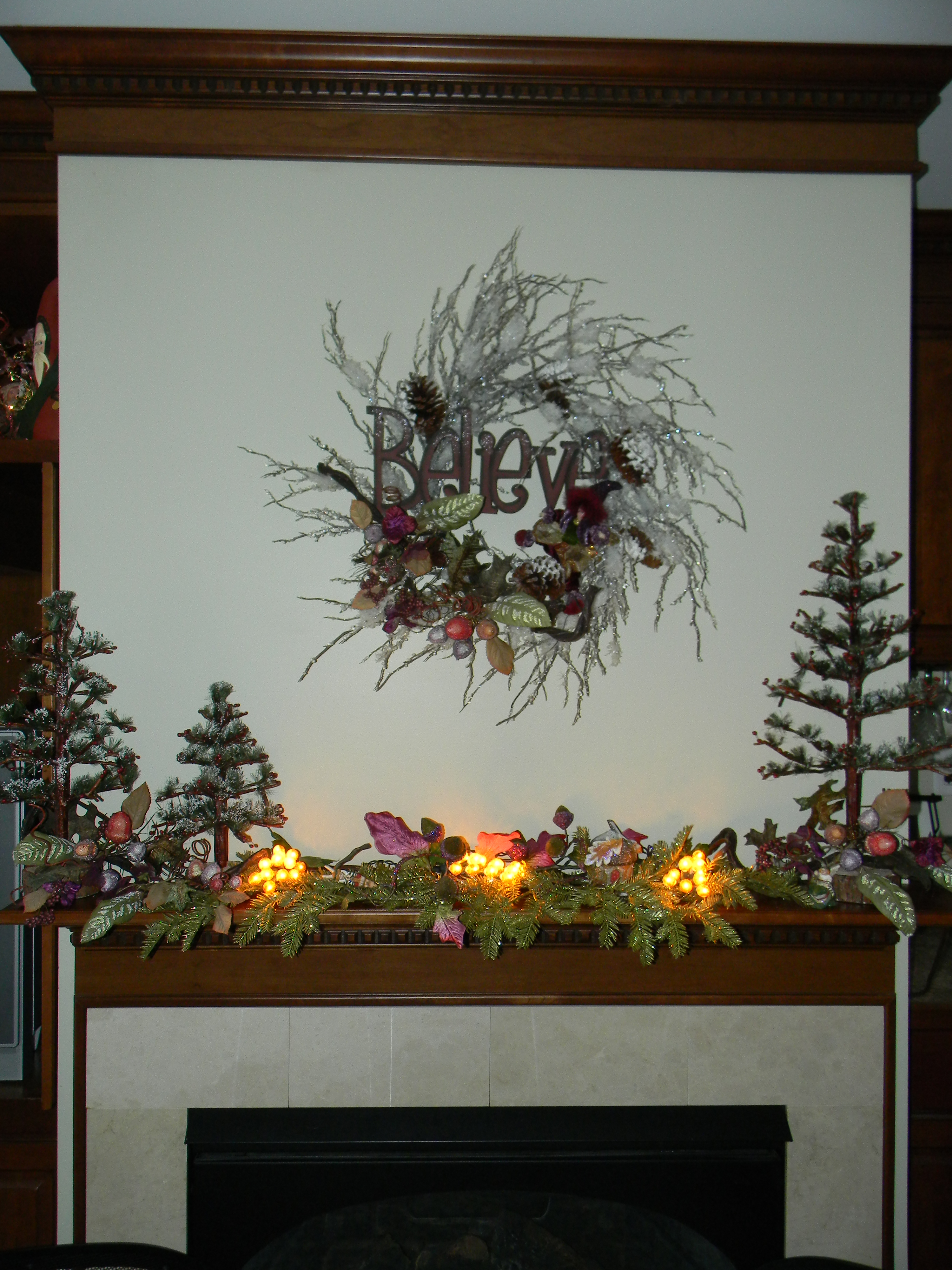 whimsical-christmas-mantle-decorations