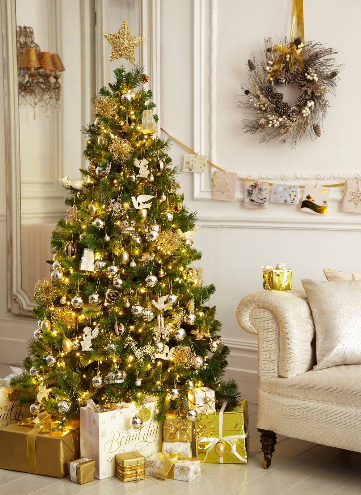 white-and-gold-christmas-tree-decoration