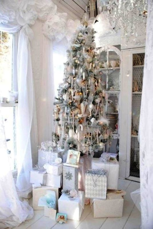 white-and-silver-christmas-tree-decoration