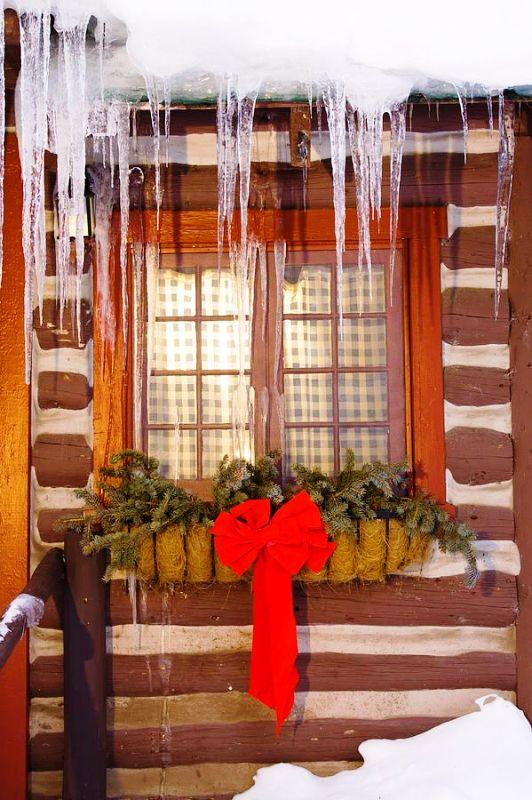 christmas-cabin-window-ideas