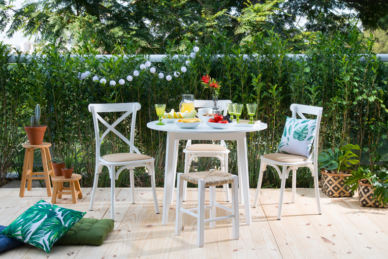 23. Outdoor dining